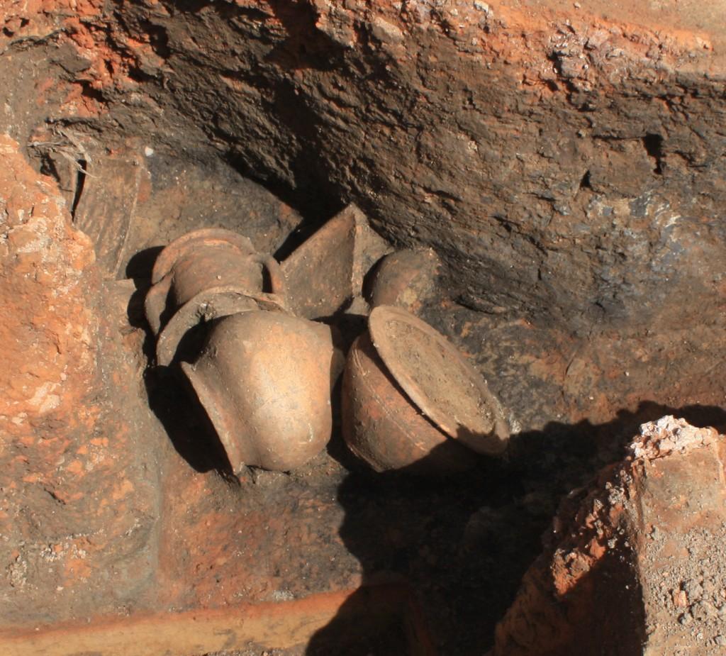 Römische Gefäße, gefunden unter dem Elvis-Presley-Platz, aus: Hessen Archäologie 2015