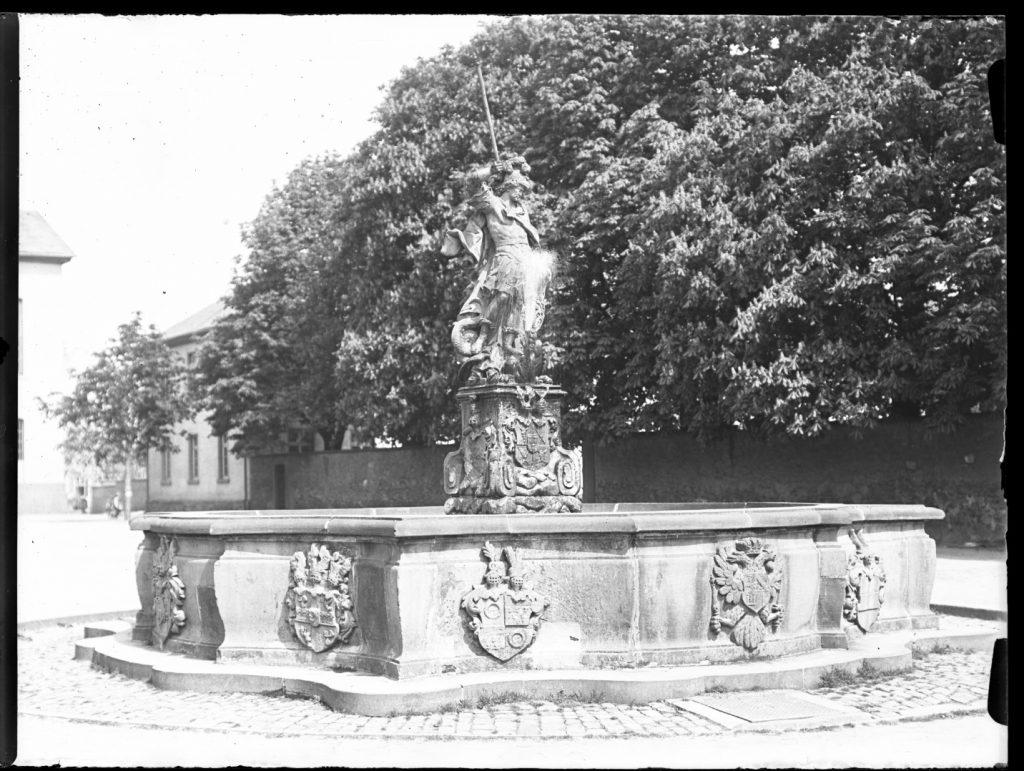 abb-02-foto-1911-friedberg-burg-georgsbrunnen